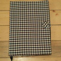 Черно бяло ситно каре - подвързия за книга, подходяща за мъже
