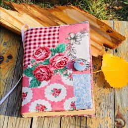 """калъф за книга """"Белисима"""" от Marchella's Art - с розови рози и каре, тип пачуърк"""