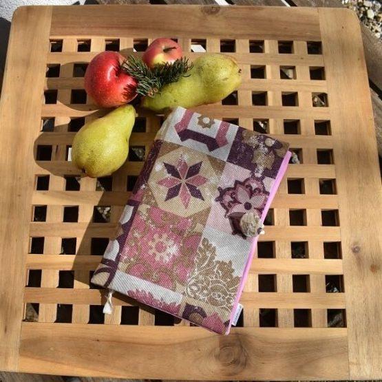 подвързия за книга в розово и бордо отпред с красиви фигури
