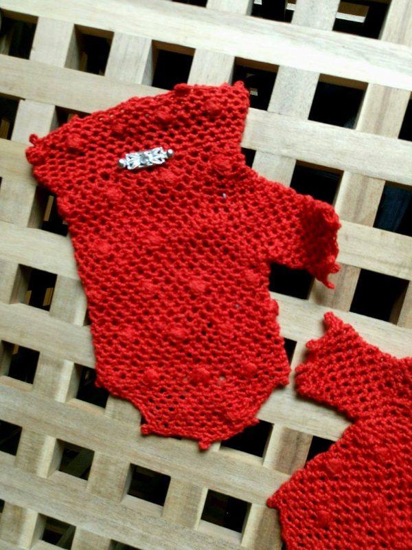 красиви червени дамски ръкавици на една кука