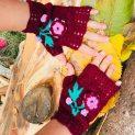 дамски ръкавици София, цвят бордо, с красиво пришито цвете на една кука