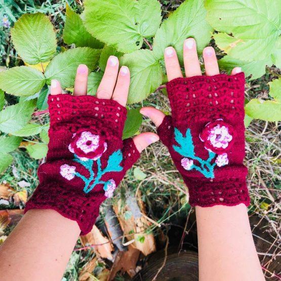 дамски ръкавици Софияс декоративно цвете изплетено на една кука