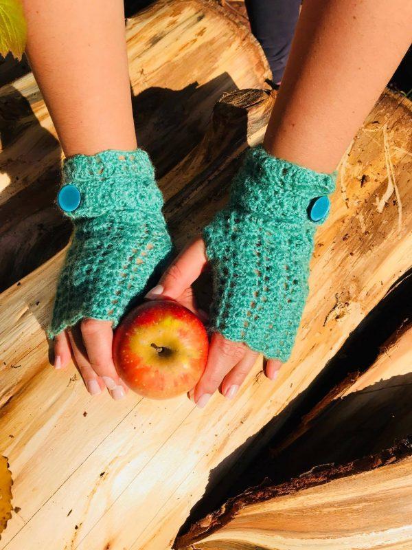 """ръчно плетени ръкавици без пръсти """"Зелена магия"""" на ТОП Цена от Marchella's Art - приляга добре на повечето дамски ръце"""