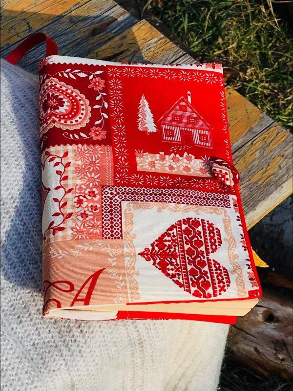 Празнични и коледни подвързии за книга - червена с къщичка и голямо сърце отпред, а съшо така и със ситни орнаментчета