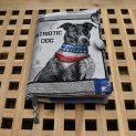 подвързия за книга с изображение на куче с американско шалче