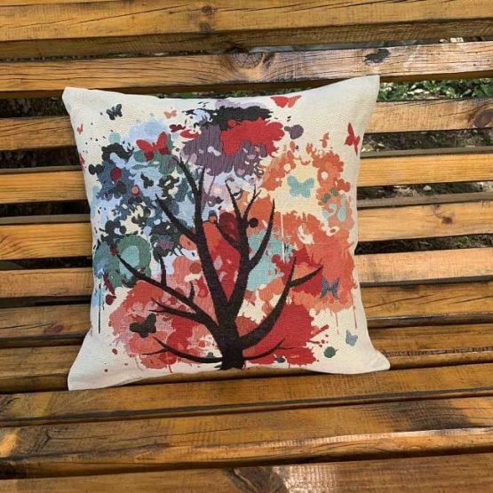 декоративна възглавница с цветно дърво
