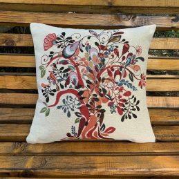 възглавници за диван с красиво дърво