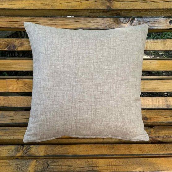 възглавници за диван с красиво дърво в гръб